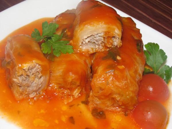 Голубцы с мясом под соусом