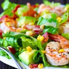 Нежный салат из авокадо и морепродуктов