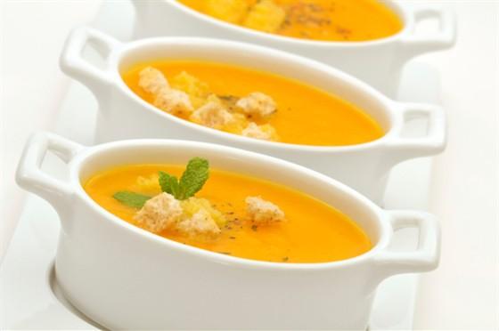 Густой рисовый суп с беконом