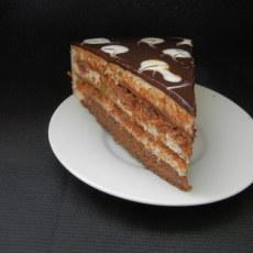 Молочный торт с шоколадом и карамелью
