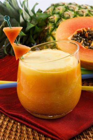 Напиток из папайи, миндаля и кардамона