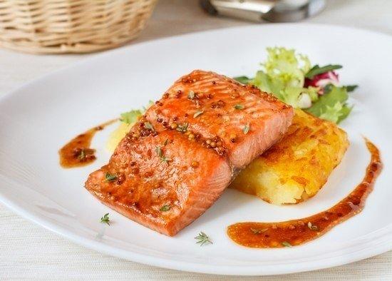 Печенный лосось в медово - горчичном соусе