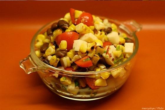Мексиканский салат с медово-лаймовой заправкой