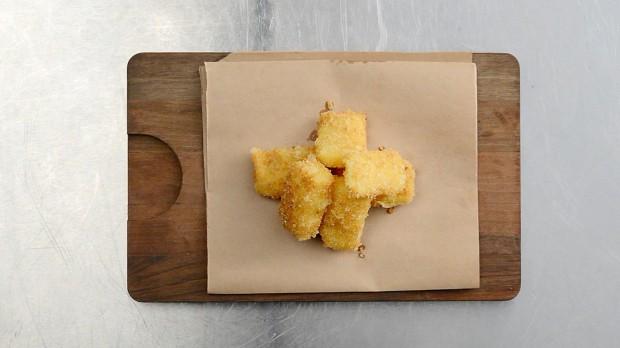 Жаренный сыр по - чешски