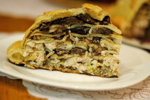 Курник с рисом, курицей и грибами