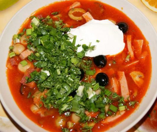 Солянка с капустой и колбасой