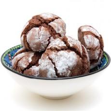Печенье с горьким шоколадом в сахарной пудре