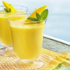 Тропический коктейль из манго, киви с ананасовым соком