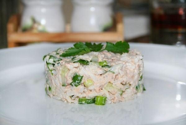 Рыбный салат с огурцом