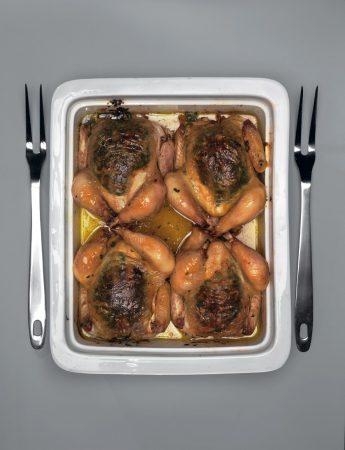 Цыплята со сливочным маслом, чесноком и петрушкой