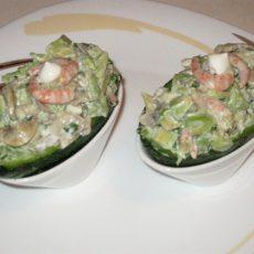 Салат из авокадо с креветками и шампиньонами
