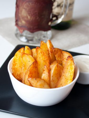 Острые картофельные дольки к пиву