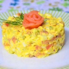 Быстрый салат с красной рыбой