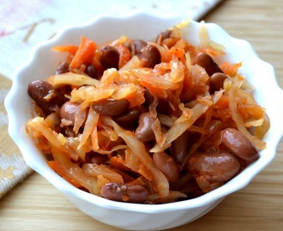 тушеная капуста с мясом и фасолью