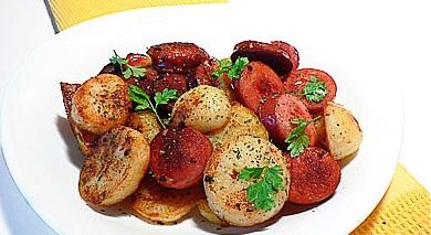 Жареный картофель с колбасками