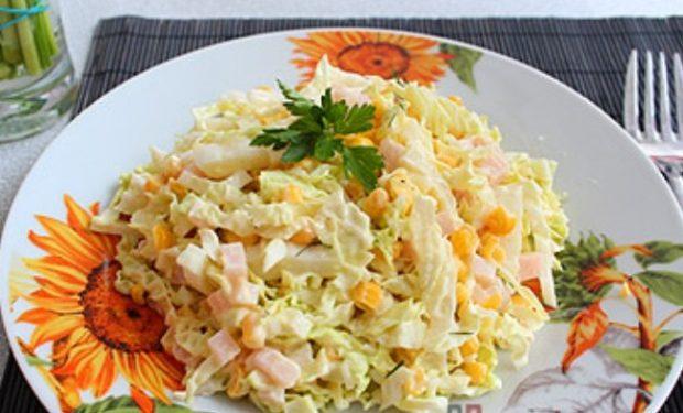 Салат с капустой, кукурузой и ветчиной