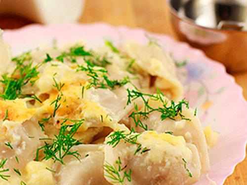 Пельмени, запеченные с сыром в мультиварке
