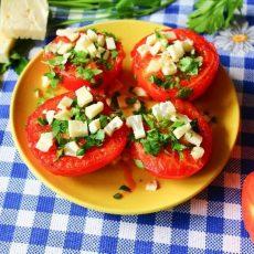 Жареные помидоры с чесноком и сыром